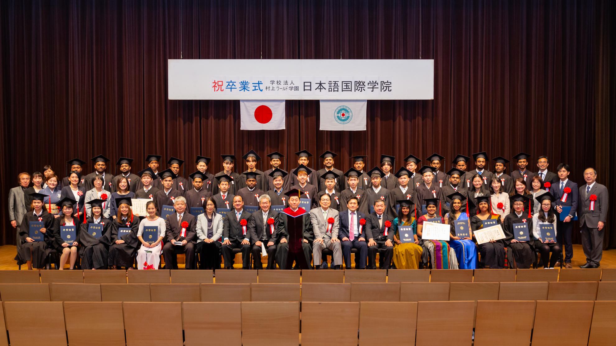 2019年卒業生集合写真-8.jpg